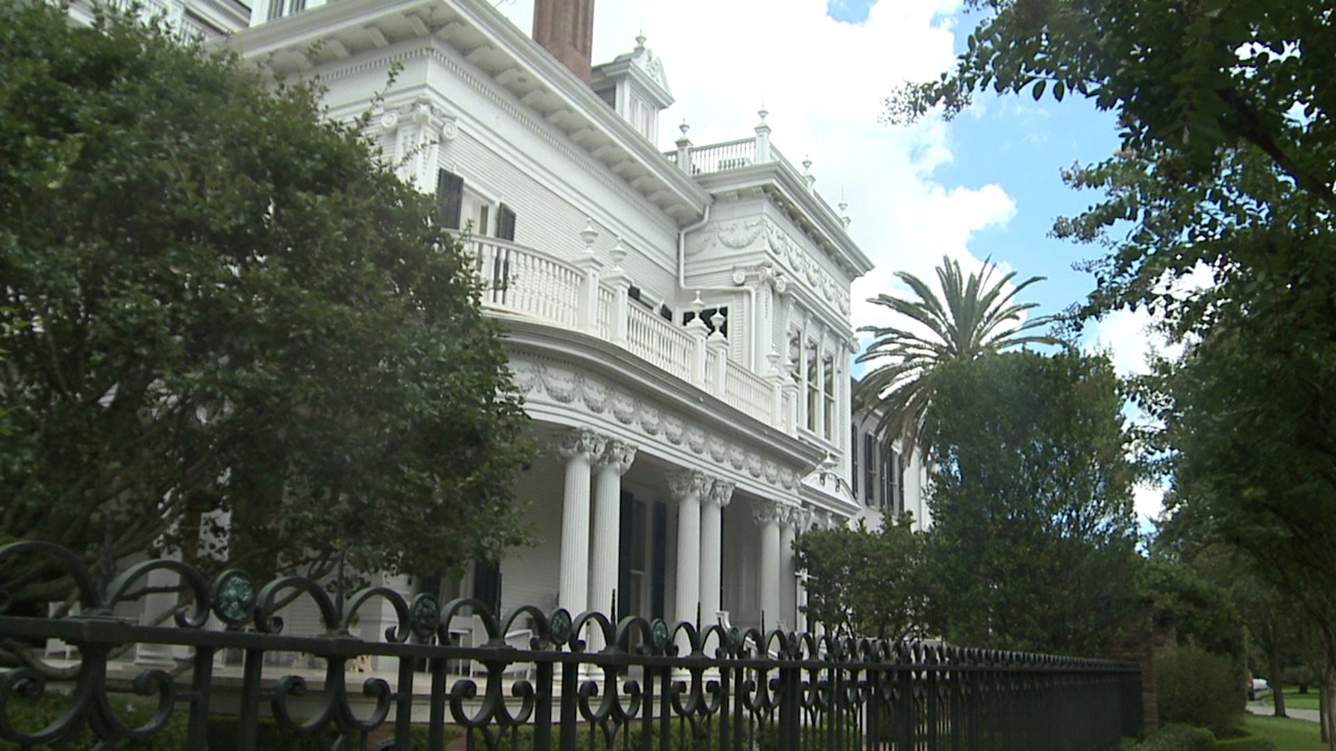 The Story Behind The Mansion Known As The Wedding Cake House On St Charles Avenue