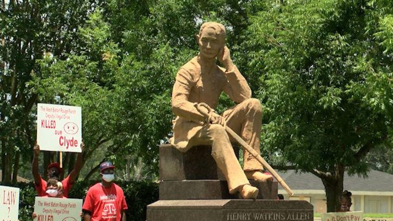 West Baton Rouge Parish council votes to keep statue