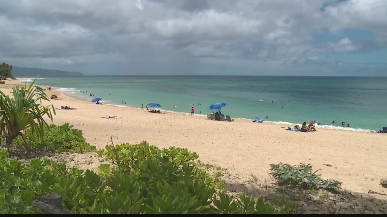 Hawaii Beaches, Parks close at midnight and residents aren't happy