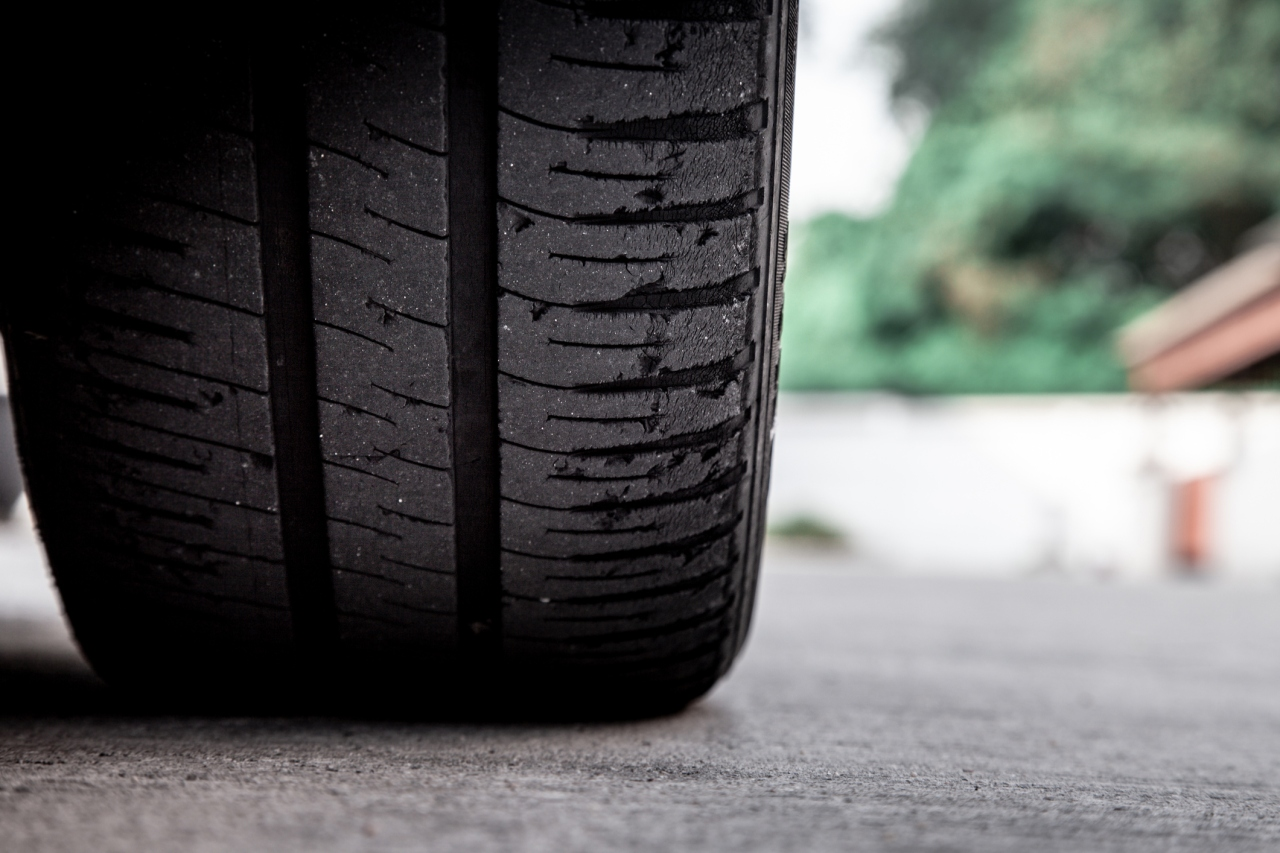 Arizona woman wakes up to find tires slashed, severed finger on driveway