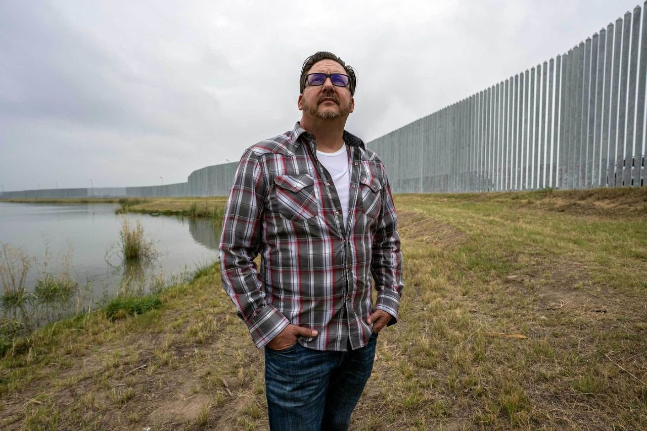 Man who spent $30 million building wall between US and Mexico is looking for a buyer for the wall