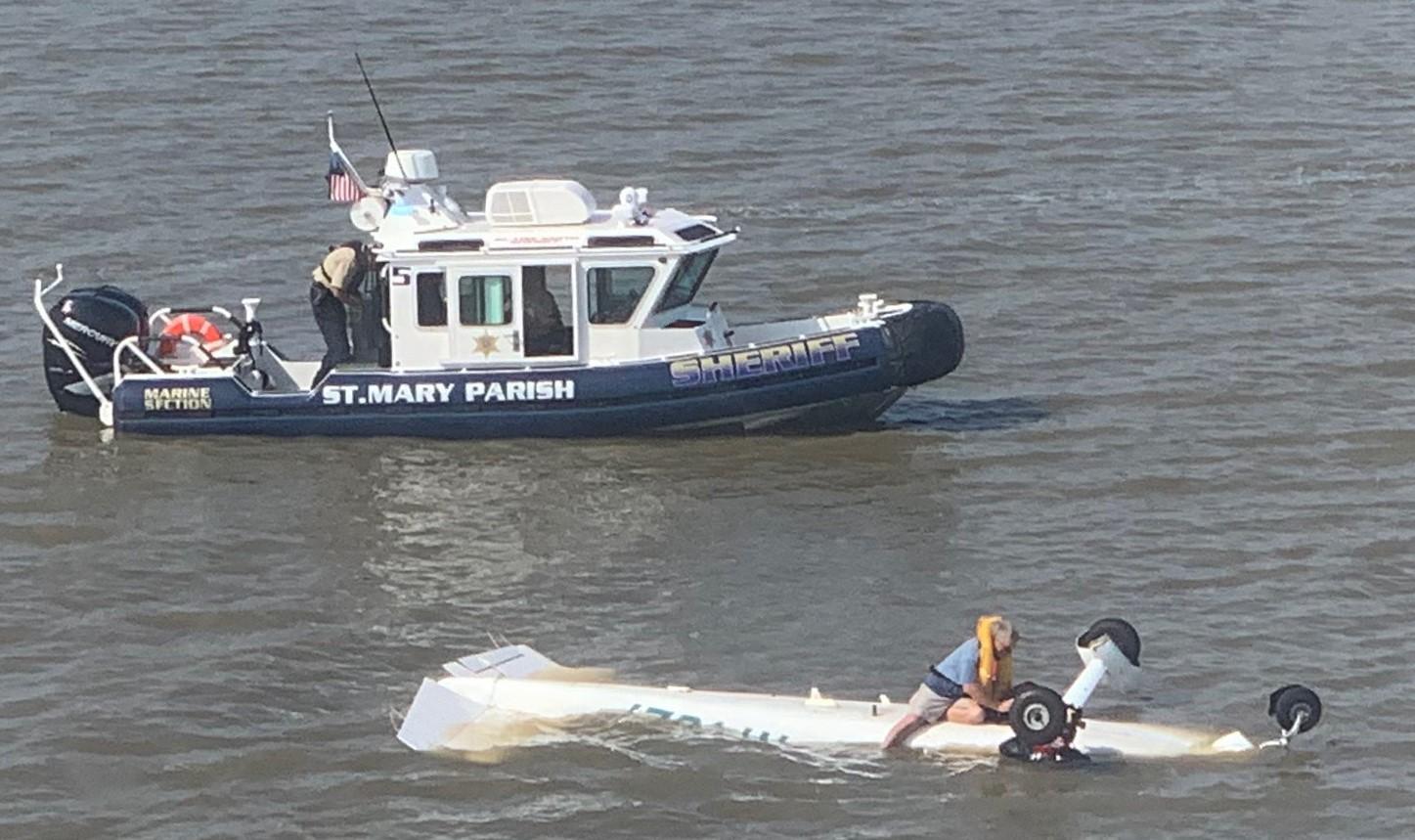 https://wgno.com/news/louisiana/coast-guard-pulls-pilot-from-wreckage-in-waters-south-of-morgan-city
