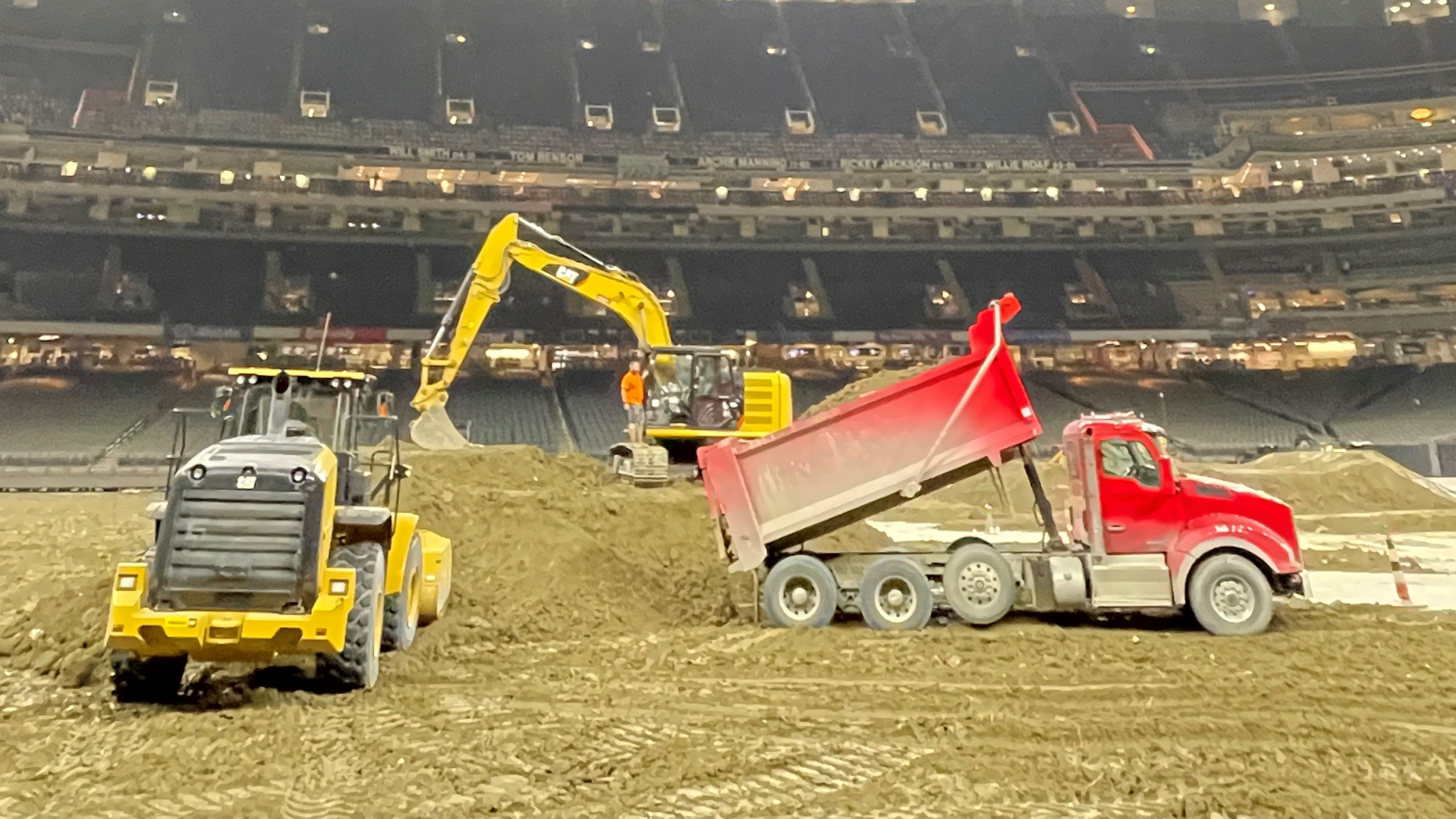 https://wgno.com/news/local/monster-jam-prepares-for-upcoming-weekend-delivering-3-5-million-pounds-of-dirt-to-caesars-superdome/