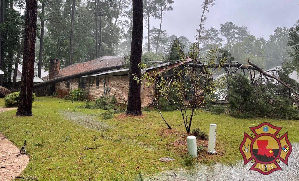 https://wgno.com/news/louisiana/st-tammany-parish/hurricane-ida-sends-tree-crashing-onto-roof-of-a-mandeville-house/