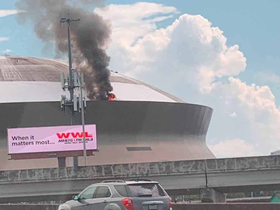 https://wgno.com/news/local/watch-smoke-flames-billow-from-roof-of-superdome/